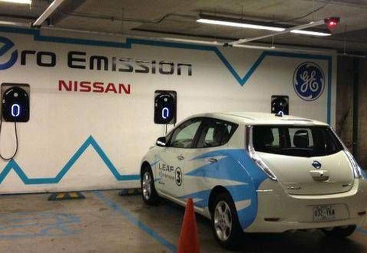 La estación de recarga para vehículos eléctricos es gratuita y es compatible con cualquier vehículo eléctrico o híbrido con enchufe; además, son instalaciones sostenibles. (Foto: Nissan)