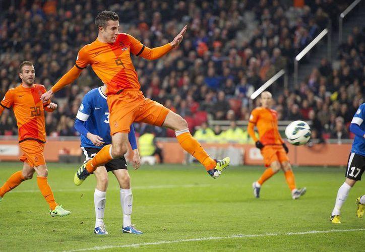 Van Persie es de los jugadores más experimentados de Holanda. (futboltotal.com.mx)