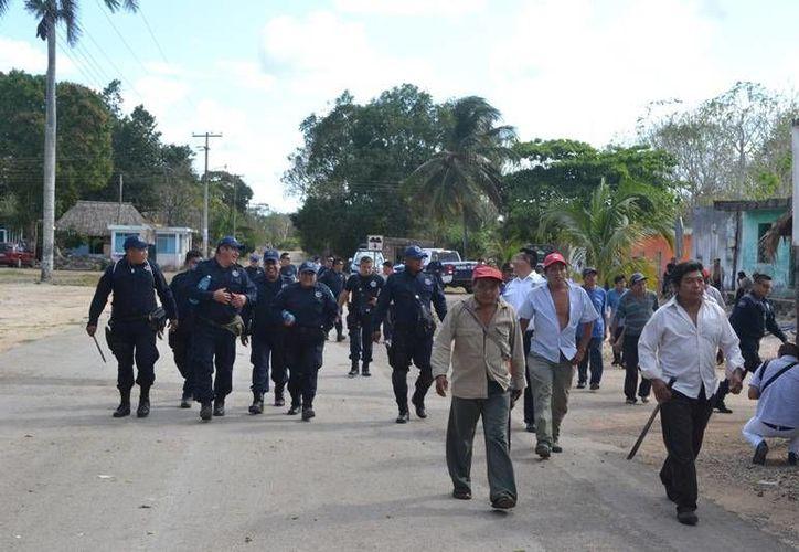 Campesinos y policías 'peinaron' literalmente la selva en una búsqueda frenética del anciano. (Manuel Salazar/SIPSE)