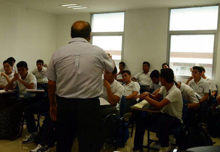 Los profesores actualizarán sus metodologías y técnicas didácticas. (Luis Soto/SIPSE)