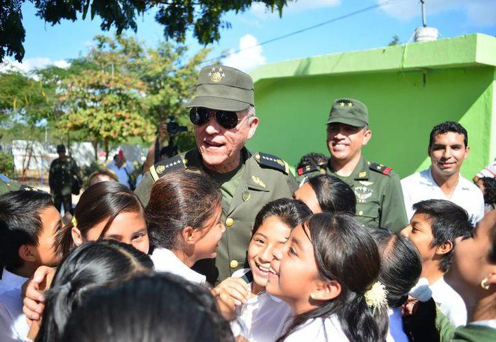 El general Cienfuegos aseguró que el Ejército trabaja 'día y noche' por la seguridad de los ciudadanos. (SIPSE)