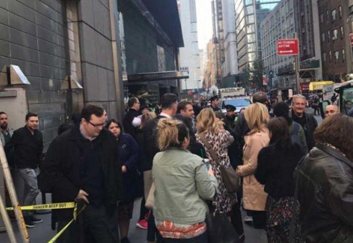 el complejo de edificios Time Warner Center en Manhattan fue desalojado tras el hallazgo de un paquete sospechoso.  (Twitter)