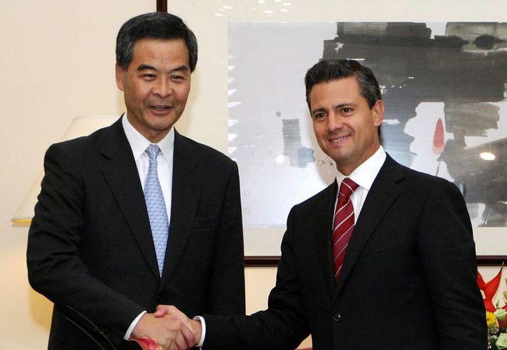 El presidente Enrique Peña Nieto, se reunió en privado con el jefe del Consejo Ejecutivo de la Región Administrativa Especial de Hong Kong, CY Lung. (Notimex)
