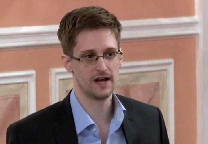El analista de la Agencia Nacional de Seguridad Edward Snowden en una fotografía de archivo tomada de video y divulgada por WikiLeaks el viernes 11 de octubre de 2013. (Agencias)