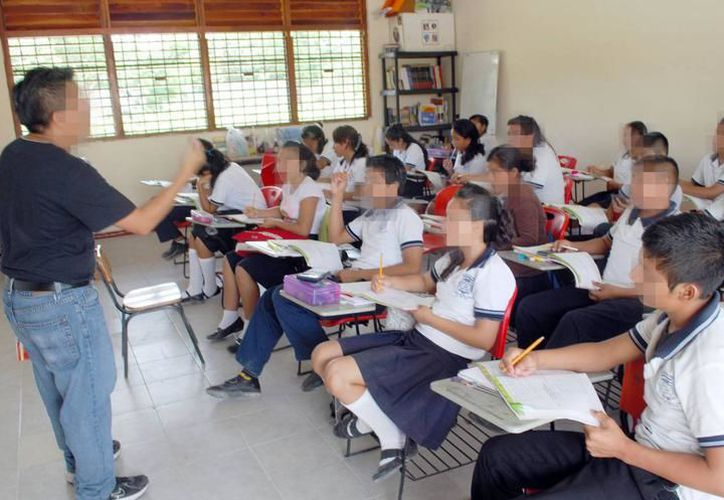 Maestros yucatecos hablan sobre presuntas colaboraciones económicas, solicitadas por directores de la zona escolar número 25. (SIPSE)