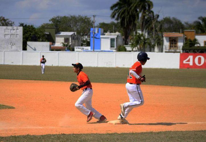 El pítcher ganador fue Andrés Jiménez y el derrotado Sergio Alejandro, ambos ofrecieron un buen duelo. (Alberto Aguilar/SIPSE)