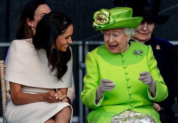 Medios ingleses señalan la cercana relación de Isabel II con Meghan. (Internet)