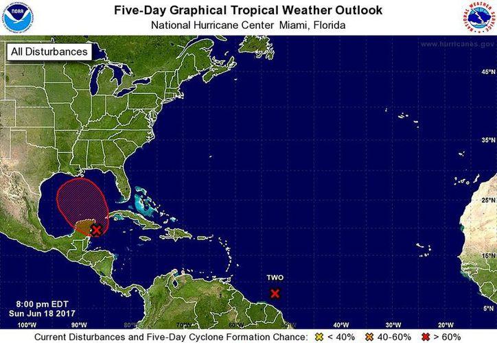Se generó información de los pronósticos del Centro Nacional de Huracanes de Miami, Florida. (Cortesía)