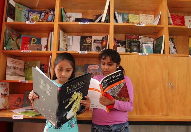 La sala ayudará a los niños y jóvenes del poniente de la ciudad a tener acceso al fascinante mundo de la lectura. (César González/SIPSE)