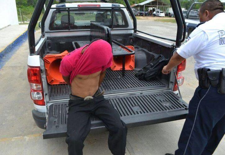 Sujeto fue detenido por intentar apuñalar a otro joven que estaba con su novia. (Redacción/SIPSE)