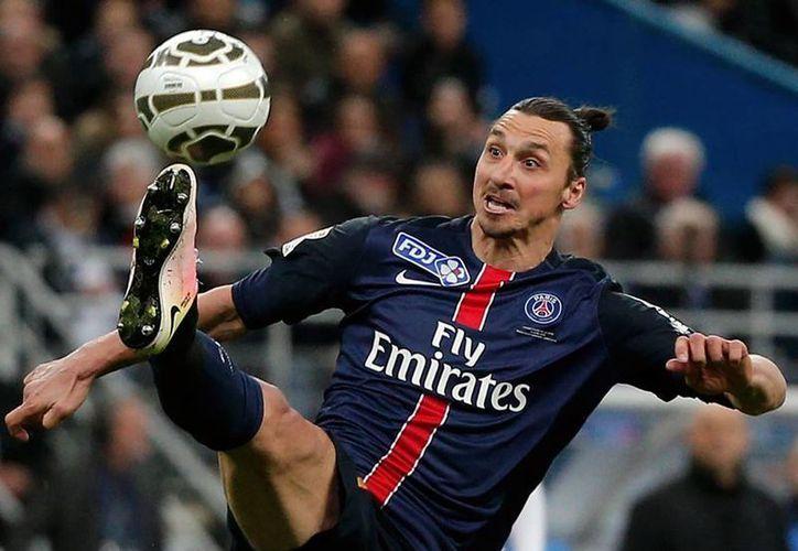 El sueco Zlatan Ibrahimovic, de 34 años de edad, no ha confesado cuál es su próximo destino. (AP)