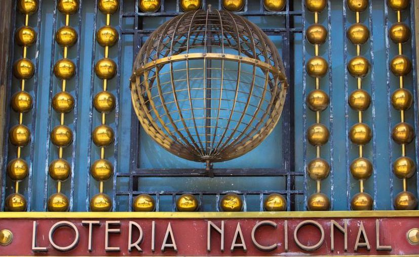 La Lotería Nacional también entrega recursos para infraestructura pública. (Notimex)