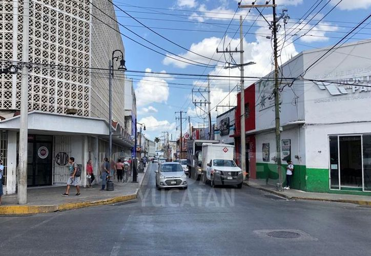 Casi sin personas se vieron algunas de las calles más transitadas a diario por miles de yucatecos debido al paro de la ACY. (Novedades Yucatán)