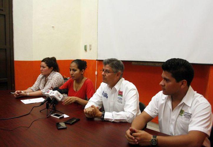 Representantes de la Sejuve, Fundación Telmex y Street Soccer. (Christian Ayala/SIPSE)