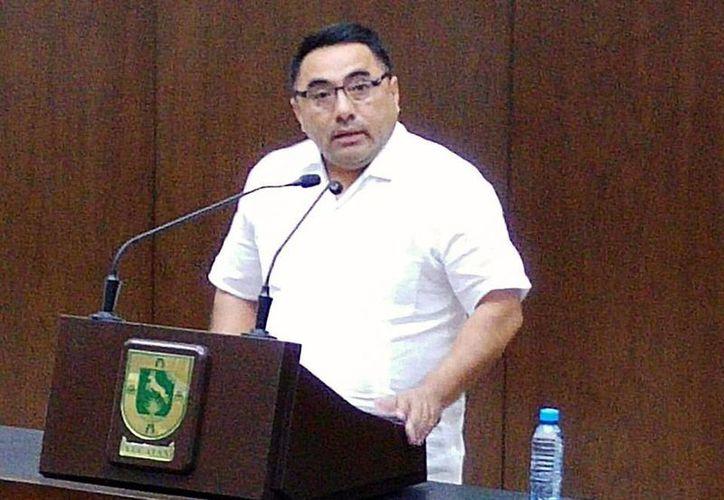 Imagen del diputado priista, Henry Sosa Marrufo, quien dijo que la propuesta que se analiza en comisiones del Congreso local también propone la creación del Consejo de Planeación y Evaluación del Estado de Yucatán. (Milenio Novedades)
