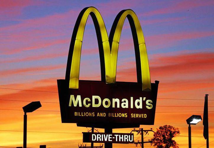 La empresa de comida rápida anunció que lanzará un menú que permitirá a los clientes escoger dos productos por dos dólares.  (Foto AP/gen J. Puskar)