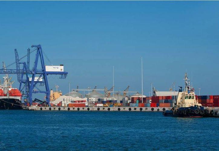 El puerto de Progreso ha mantenido alto su nivel de manejo de carga marítima. (puertosyucatan.com)