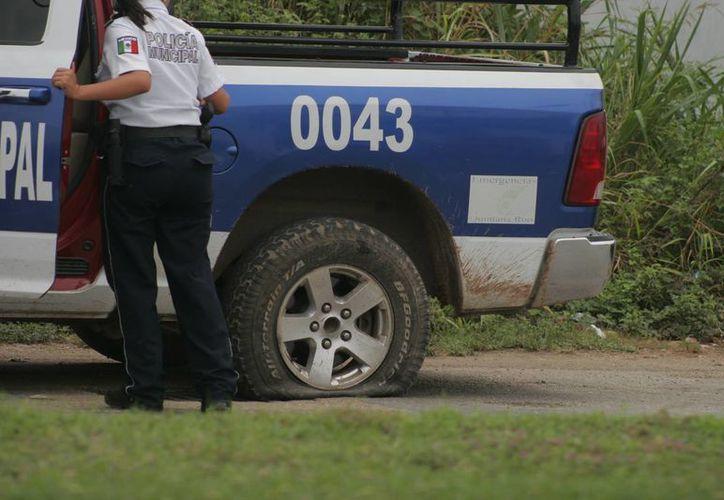 Algunas patrullas han sido estacionadas por una simple ponchadura. (Harold Alcocer/SIPSE)