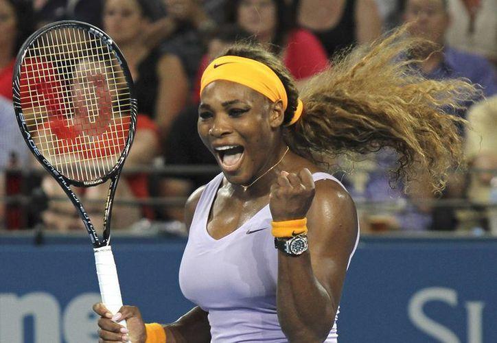 Serena celebra la obtención del título de Brisbane tras ganar a Azarenka, contra quien tiene un récord de 14 victorias y tres derrotas. (Agencias)
