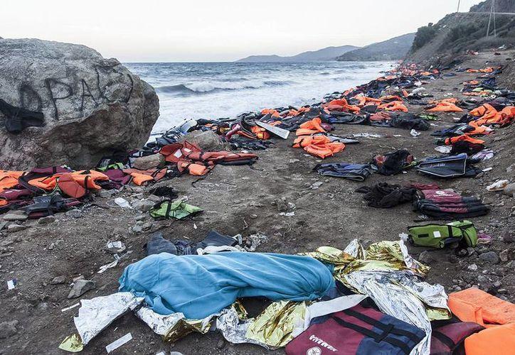 El estrecho del Mar Egeo se ha convertido en una de las rutas más mortales para los refugiados que huyen de la guerra y de la persecució. Dos niños mueren ahogados cada día en el Mediterráneo, de acuerdo con la ACNUR. (EFE)