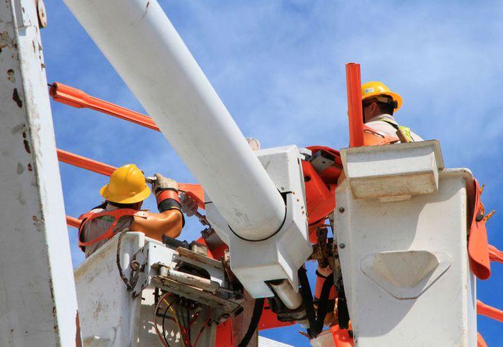 La paraestatal informó que los trabajos de mantenimiento impactarán a un promedio de 400 viviendas localizadas en el cuadrante. (Ángel Castilla / SIPSE)
