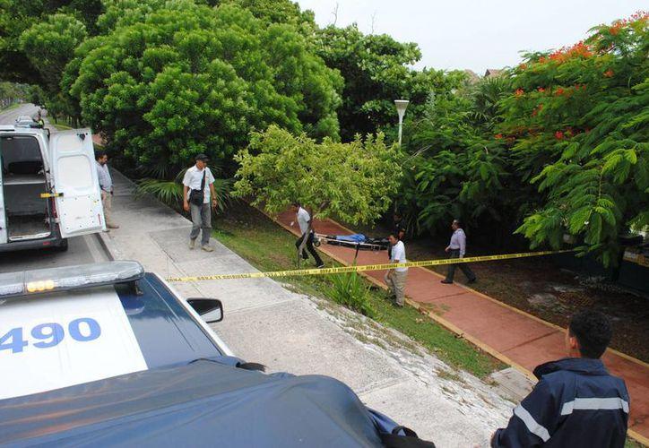 El cuerpo fue hallado en un campo de golf al lado de la ciclopista. (Eric Galindo/SIPSE)