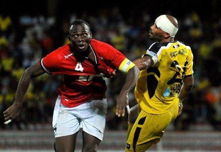 El nigeriano David Oniya falleció durante un partido en Malasia. En la foto, en su primera temporada con el club T-Team. (thestar.com.my)