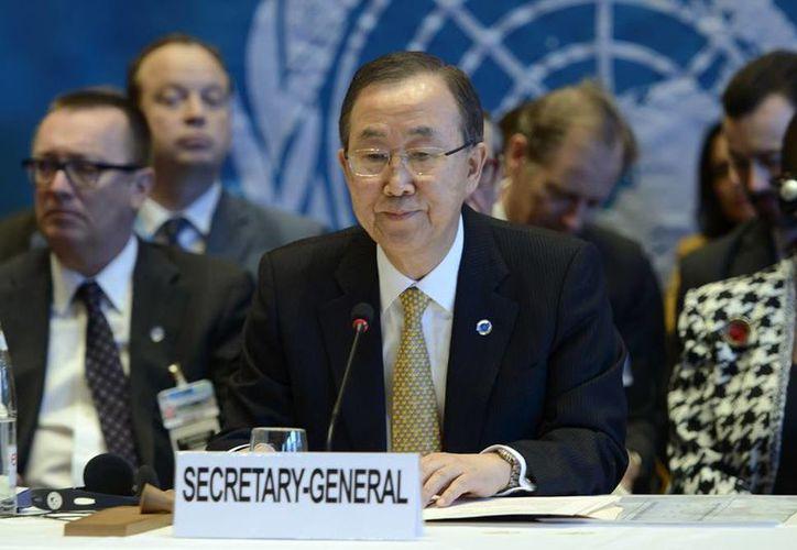 El secretario general de las Naciones Unidas, Ban Ki-moon, (al centro) inauguró una reunión por la paz en Siria, en la ciudad suiza de Montreux, y afirmó que los desafíos por venir son 'formidables'. (Agencias)