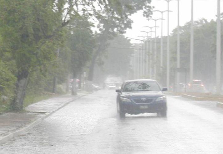 Las lluvias continuarán presentes durante el fin de semana. (Harold Alcocer/SIPSE)