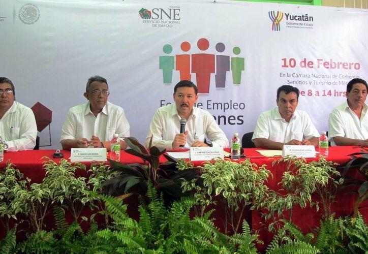 En rueda de prensa, los funcionarios ofrecieron detalles de la Feria del Empleo para Jóvenes 2015. (Milenio Novedades)