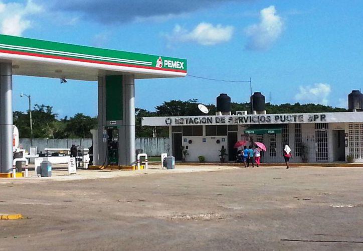 La gasolina y el diésel se han vuelto más escasos en la única franquicia que continúa expendiendo. (Edgardo Rodríguez/SIPSE)