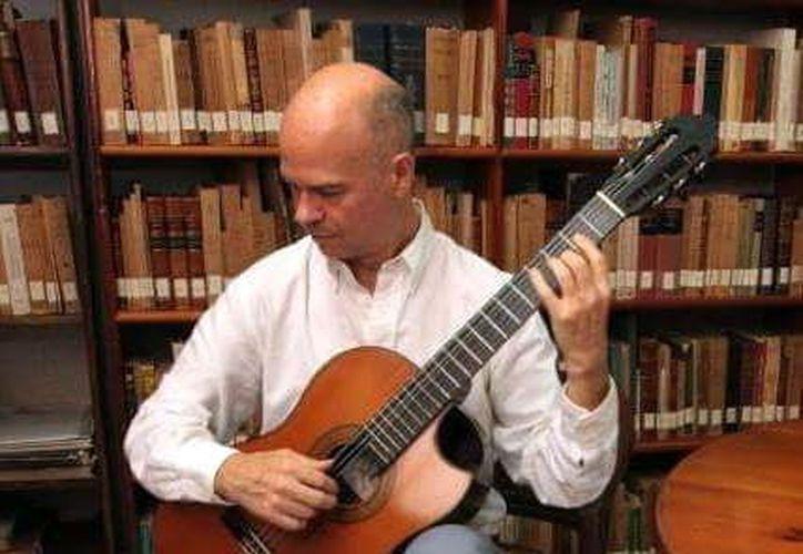 Manuel Rubio es ejecutante y ha sido maestro y director artístico. (Foto: Novedades Yucatán)