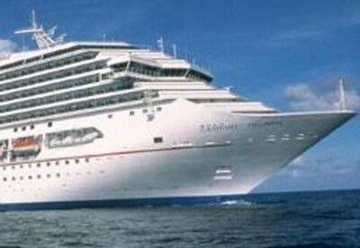 El pasajero del Carnival Triumph cayó al mar desde una altura de 30 metros. (Agencias)