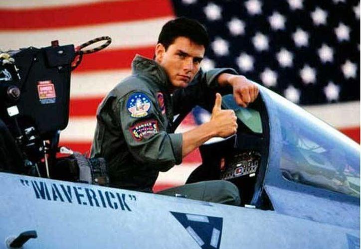 Tom Cruise (foto) interpretó al piloto Maverick en 1986 y lo volverá a realizar en la segunda parte del filme, así lo informó el director de la película. En la foto;Tom Cruise sobre un avión en una de las escenas de la película de 1986. (Paramount Pictures)