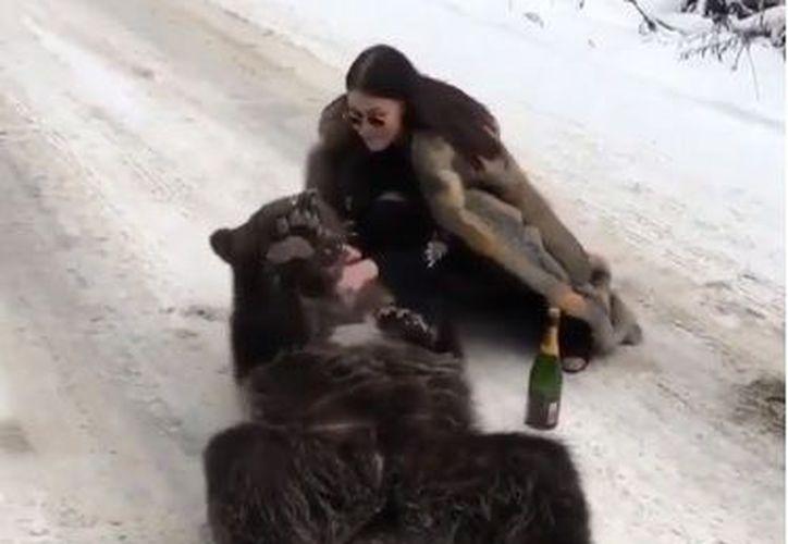 Se hizo hincapié en varias ocasiones sobre la falta de ética que tiene ella al portar un abrigo de piel. (Instagram)