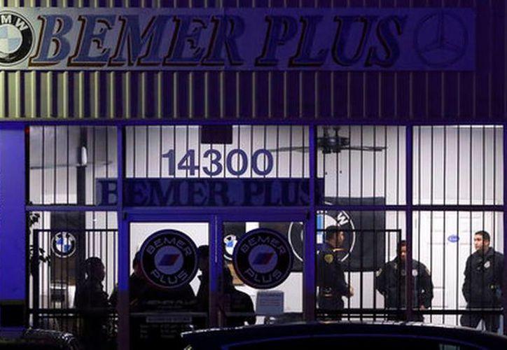 Clientes y otros empleados, estaban en la tienda cuando ocurrieron los disparos. (AP)
