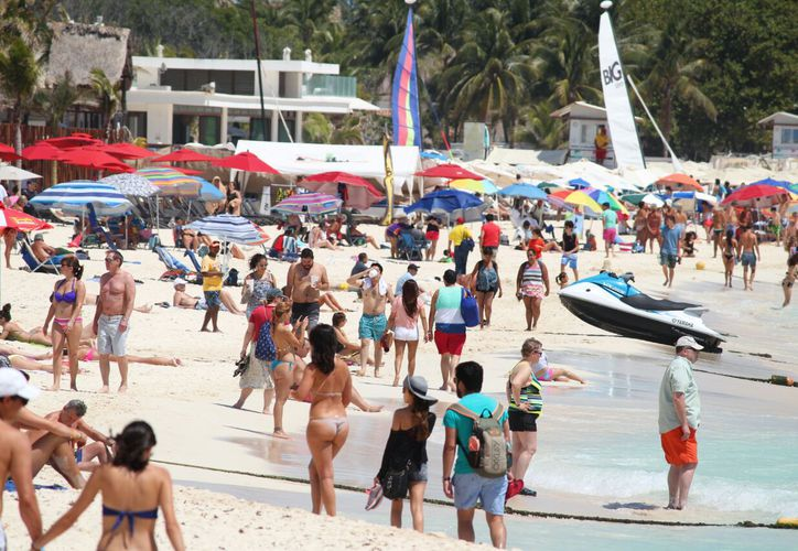 Vacaciones en Playa del Carmen con saldo blanco y alta afluencia. (Daniel Pacheco/SIPSE)
