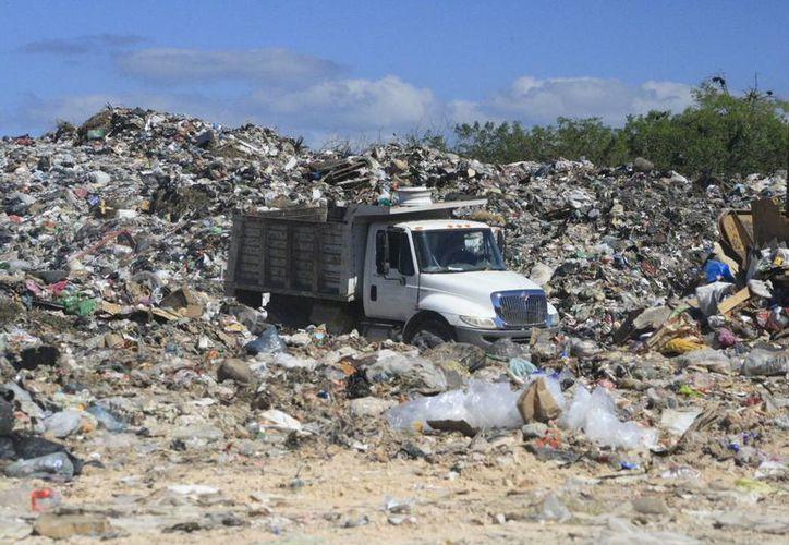 el Ayuntamiento gasta un millón de pesos mensuales en el mantenimiento del relleno sanitario y el saneamiento de las 300 toneladas diarias. (Archivo/SIPSE)