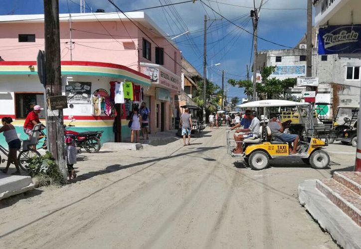 Para mejorar la imagen urbana de la isla y colapso de los servicios  se conformó el Comité por el Desarrollo Turístico Sustentable de Holbox. (Foto: Alejando García/SIPSE)
