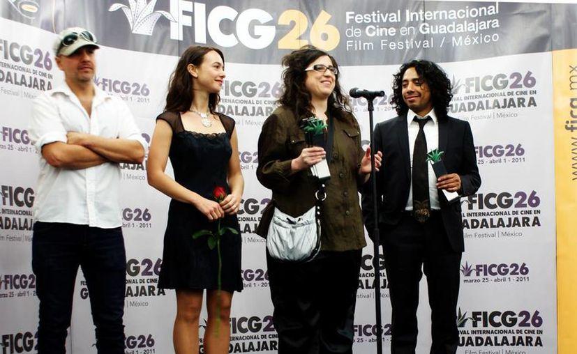 Paula Markovitch (d) durante un reconocimiento en Guadalajara. (agoragdl.wordpress.com/Archivo)
