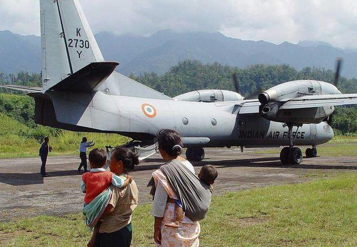 Las autoridades indias ordenaron el despliegue de 19 barcos para intentar localizar el avión  Antonov AN-32, desaparecido el sábado. (EFE)