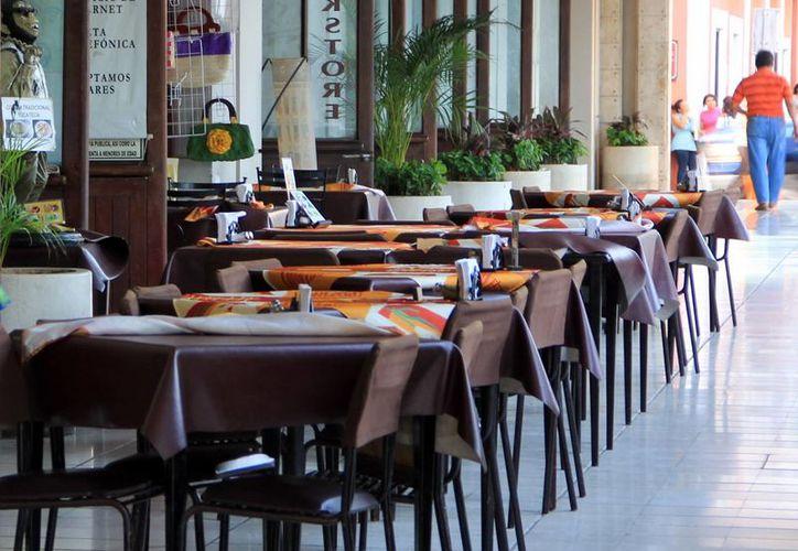 La crisis del sector restaurantero afectó a 45 restaurantes a nivel local afiliados a la Canirac, los cuales cerraron sus puertas debido a las bajas ventas.(Milenio Novedades)