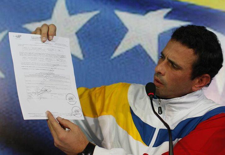 Capriles registró su candidatura ante el Consejo Nacional Electoral. (Agencias)
