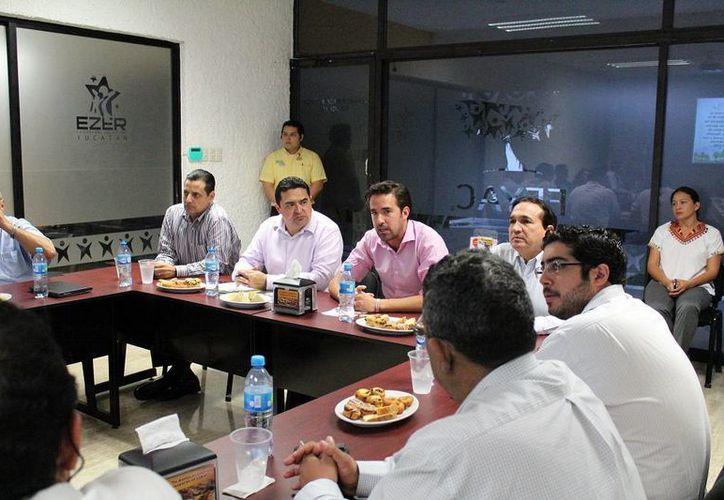 El director general de la Comey se reunió con la Fecay. (Milenio Novedades)