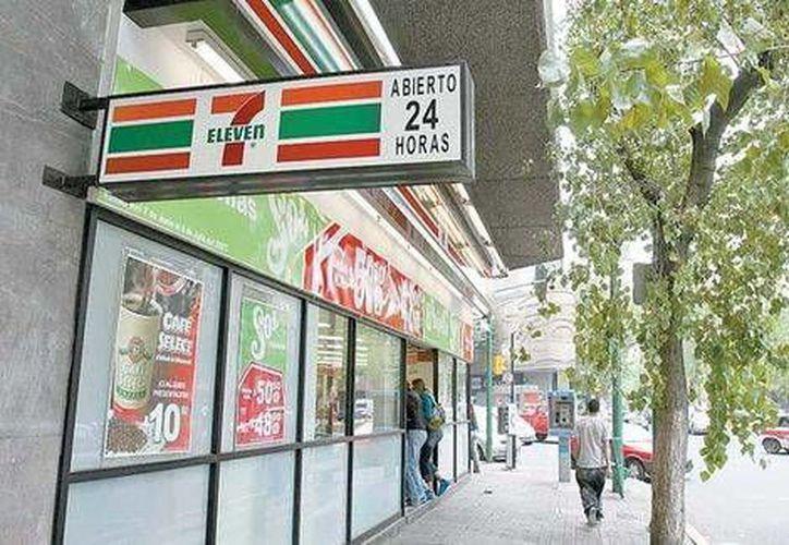 Los trabajadores que deseen hacer aportaciones voluntarias en un 7-Eleven deberán presentar su CURP, por razones de seguridad. (Milenio)