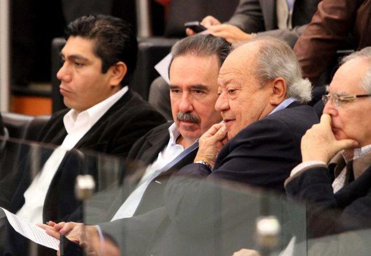 Los senadores (de izq. a der.) Jorge Luis Preciado, Emilio Gamboa, Carlos Romero y Miguel Romo, durante el análisis y debate de Reforma Energética, en el Senado de la República. (Notimex)