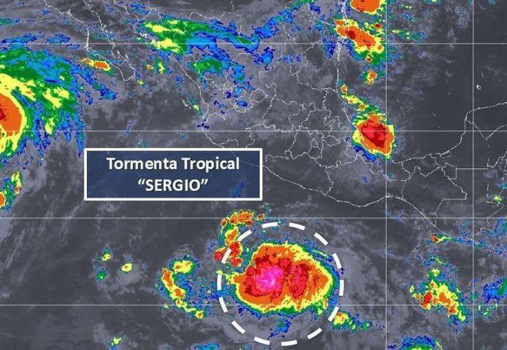 Los desprendimientos nubosos de la tormenta tropical Sergio refuerzan el potencial de tormentas. (SMN)