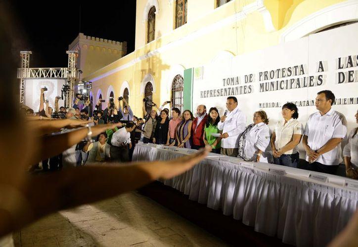 Zapata Bello toma protesta en el parque de la Paz a las representantes del IEGY en 98 municipios. (Cortesía)