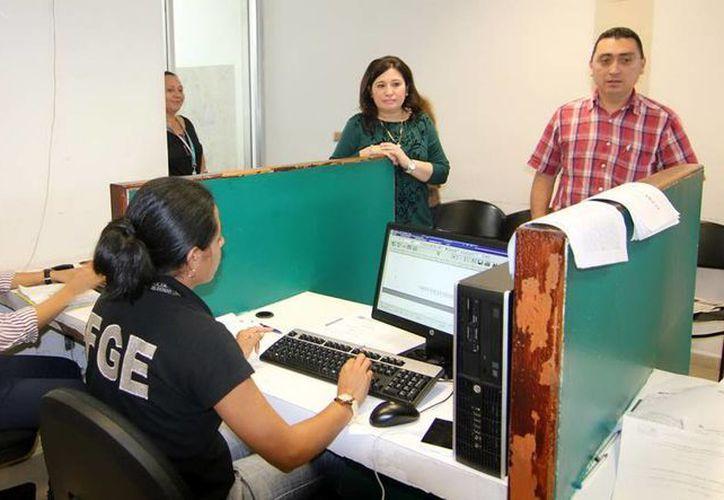 La fiscal Celia Rivas Rodríguez recorrió ayer por cuatro horas los ministerios públicos. (Milenio Novedades)