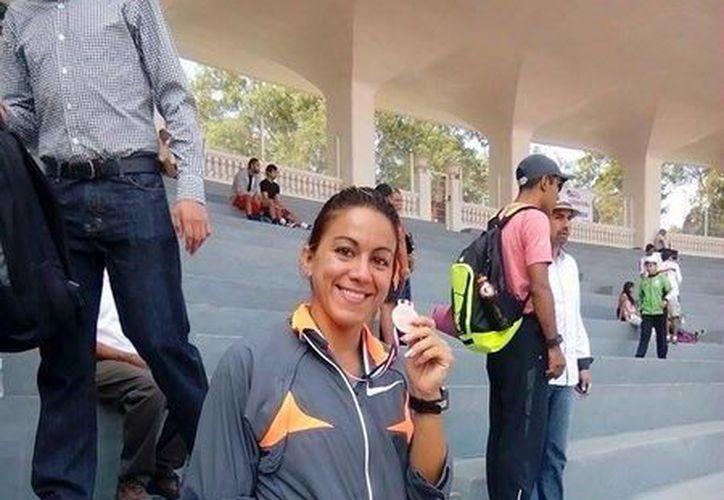 La velocista yucateca Rossana Pardenilla se adjudicó dos medallas en el nacional de Veracruz con miras al selectivo para Centroamericanos. (Milenio Novedades)